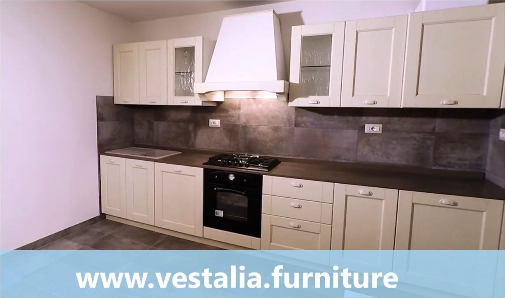Cucina Classica VESTALIA in Decapè con top in quarzo